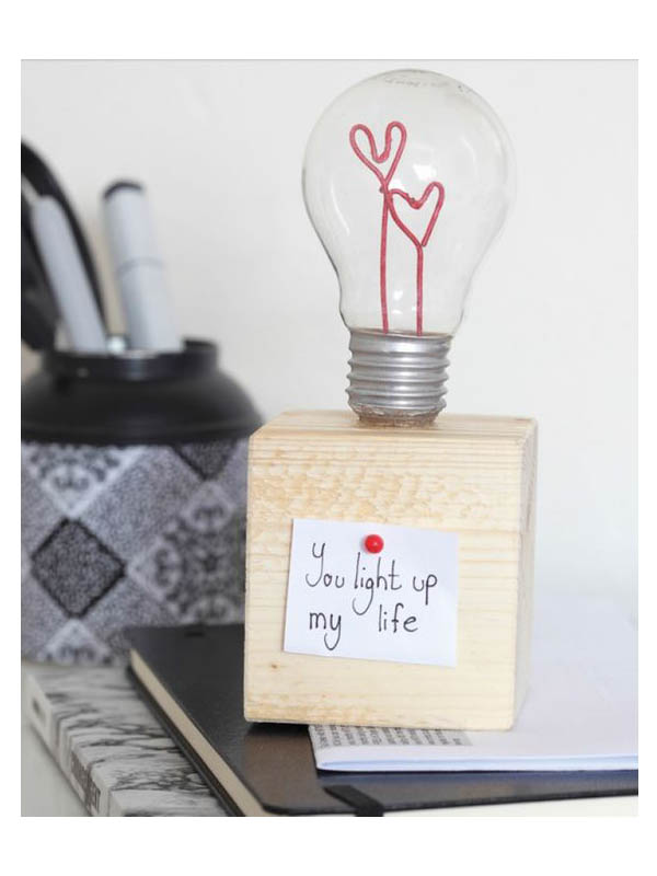 Un-DIY-pour-la-Saint-Valentin-ampoule-Saint-Valentin-Charonbellis-blog-lifestyle