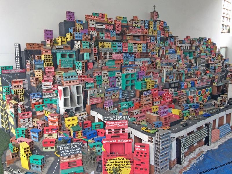 visiter-rio-incontournables-centro-museu-de-arte-do-rio1-charonbellis